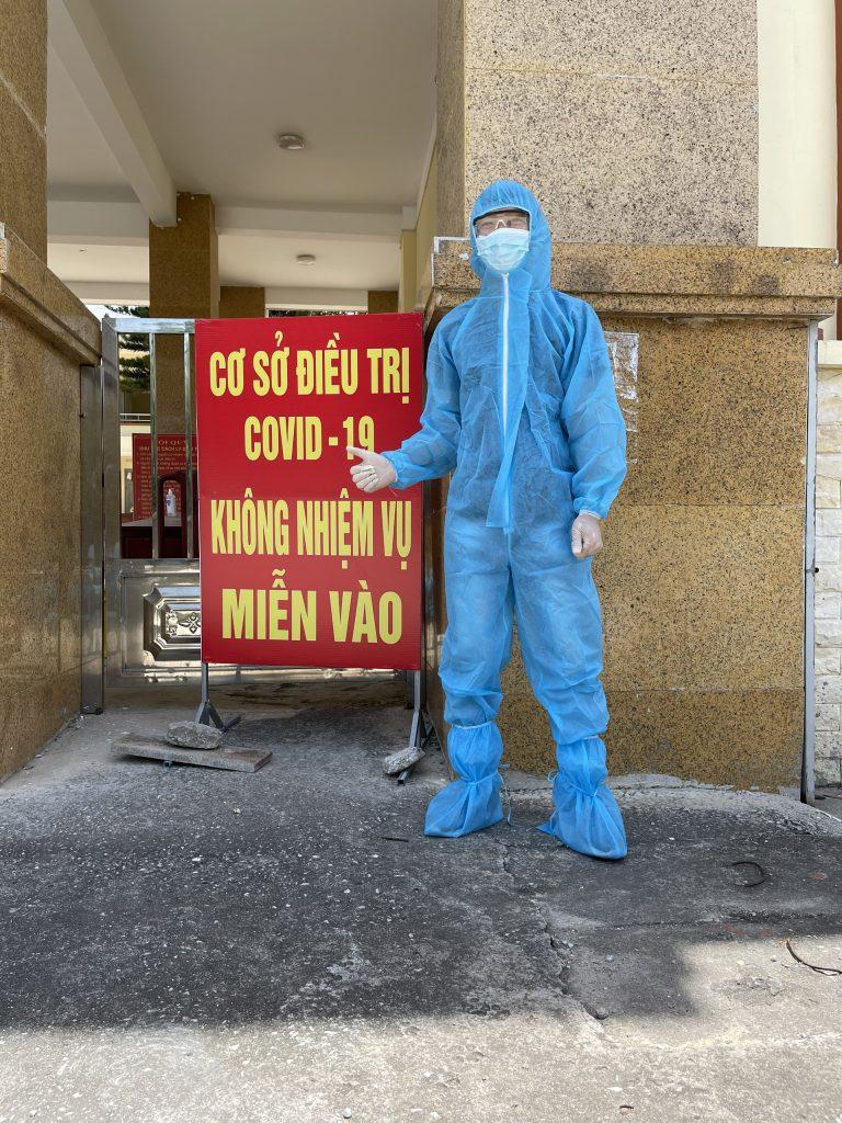 Bộ phận kỹ thuật cần mặc bộ đồ bảo hộ trong suốt quá trình lắp đặt