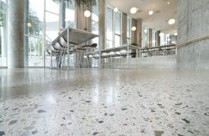 Bao lâu cần phủ bóng sàn bê tông ?